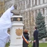 lia-olguta-vasilescu-si-principele-radu-au-dezvelit-bustul-regelui-mihai-i