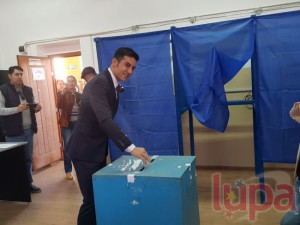 1-vicepresedintele-senatului-claudiu-manda-a-votat-la-sectia-nr-110-din-craiova